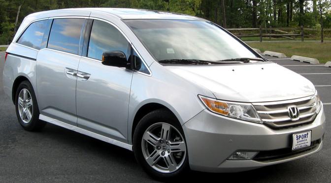 2015 minivan safety comparison sienna vs odyssey the. Black Bedroom Furniture Sets. Home Design Ideas