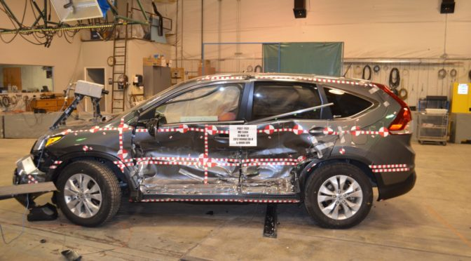 Small suv safety a honda cr v is as safe as a honda pilot for Iihs honda crv